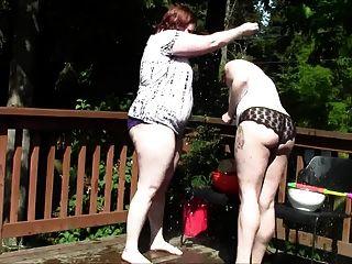 통통 괴상한 여자 풍선 싸움