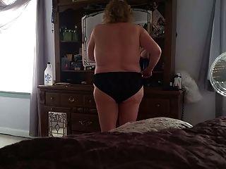 bbw 털이 음부, 큰 가슴, 검은 엉덩이에 검은 섹시한 팬티