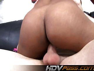 멋진 섹스 기술로 hdvpass 검은 여자!