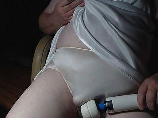 성숙한 팬티 sissy 새로운 흰 잠옷과 브래지어 파트 1