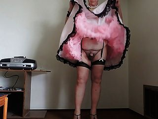 핑크 시시 드레스와 분홍색 페티코트 파트 2의 시시 빛