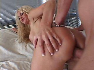 큰 가슴 금발 좋아하는 그녀의 엉덩이 큰 수탉