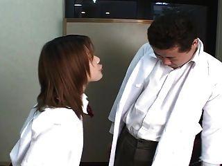 교사가 침을 뱉은 일본 고등학생