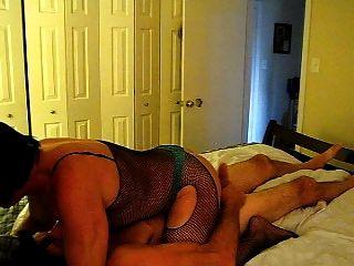 부드러운 엉덩이 소년은 거시기에 대한 배고픈