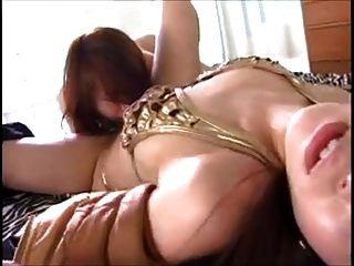 아시아 여주인 레즈비언 노예 (검열)