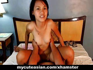 섹시 아마추어 아시아 청소년 입과 음부에 걸립니다