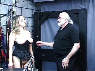 섹시한 여자 하드 코어 섹스 그녀는 구부리고 하드 섹스를 위해 남자를 구걸