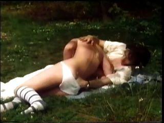 숲 속에서 좆 빈티지 러시아 소녀
