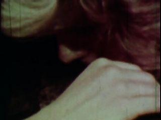 빈티지 골드 스페셜 에디션 여자 2 장면 3