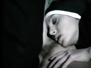 섹스를하는 더러운 수녀. 뮤직 비디오