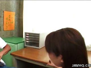 섹시한 일본 여자 유키 히라이 학교 교실에 망할!