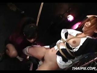 아시아 간호사가 묶여 있고 놀란