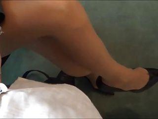 발 뒤꿈치 스티치에서 발 뒤꿈치를 통해 장관의 주무법