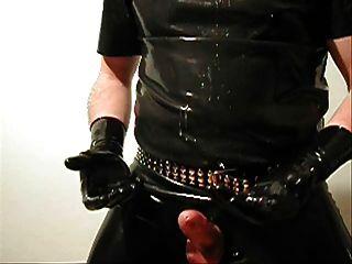 짧은 검은 색 라텍스 장갑에 질내 사정