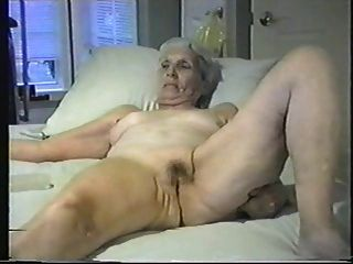 할머니, 당신은 그녀의 음부에 벗어 버릴 수 있습니다.