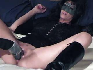 커다란 딜도 라구 딜도와 섹시한 아마추어 아가씨.