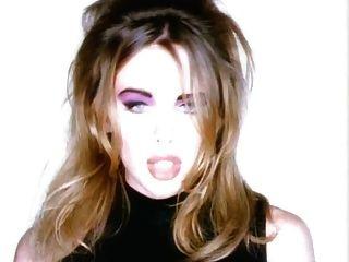 나는 무엇을해야합니까? 포르노 뮤직 비디오 쁘띠 금발 아날