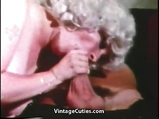 엄청난 큰 가슴과 선원 (1960 년대 빈티지)으로 성숙한
