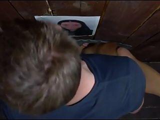 작은 갈색 머리 작은 가슴 사용자가 자른 성교 상자에 여자