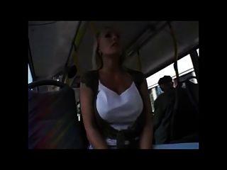 버스에서 예쁜 여자와 가슴으로 예쁜 금발