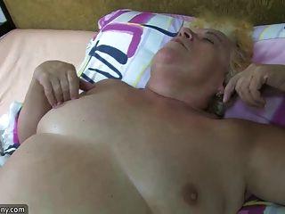 뚱뚱한 bbw 할머니는 통통한 성숙한와 하드와 스트랩과 섹스를했습니다