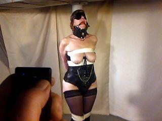 섹시한 아내가 기둥에 묶여