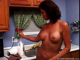 섹시한 milf 바네사 videl 사랑 젖어 지저분 해 우유로