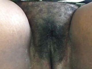 자메이카 이모가 그녀의 음부를 보여줍니다.