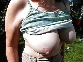 wifes saggy tits 슬로우 모션 걸이 크고 육즙이 많은 젖꼭지