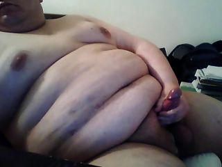 뚱뚱한 남자는 캠에 경련