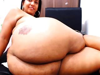그녀의 엉덩이를 보여주는 웹캠