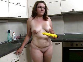 뚱뚱한 소녀 스트립과 젠장 옐로우 딜도 라구 딜도