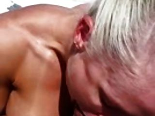 busty blonde는 보트에서 망하게된다 im2611