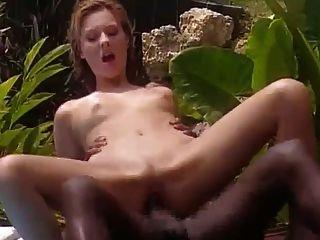 하얀 아내는 자메이카에서 흑인과 함께 잤어.