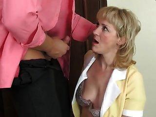 뜨거운 엄마 창녀와 근육 질의 남자