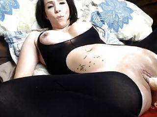 큰 엉덩이 여자가 플러그인에, 기계에 의해 망할 크림