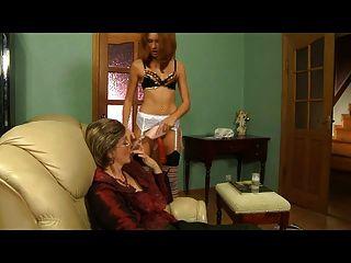 나랑 섹스하려고 젊은 타트를 고용 했어.