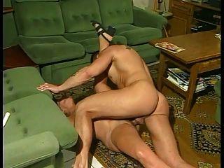 흥분된 이모와 그녀의 운동 조카