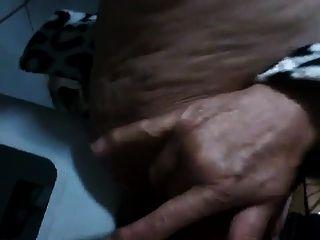 그녀의 털이 음부와 함께 분출 브라질 할머니