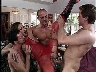 속임수 아내 mandy는 빨간색 bodystocking에 침투