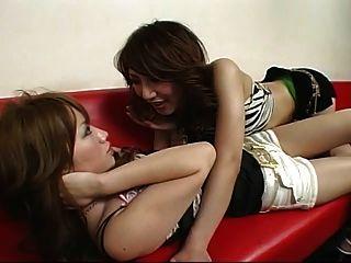 short shorts가있는 japanese lesbian 46 댄스 클럽