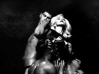 소녀 xxx 포르노 뮤직 비디오 금발 빌어 먹을 야생 갔다.