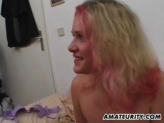 거유 한 아마추어 십대 여자 친구는 젠체하는 것을 빨고 섹스한다.