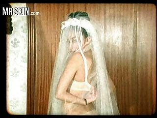 유명 인사 신부, 그들의 드레스를 벗겨 내고 그들의 남편을 성교하십시오!