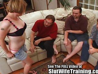 샐리는 모든 3 개의 구멍을 공유하도록 훈련 된 망할 아내입니다.