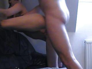 뜨거운 갈색 머리 항문 섹스를 사랑한다.