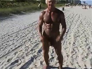 70 세 보디 빌딩 누드 해변에