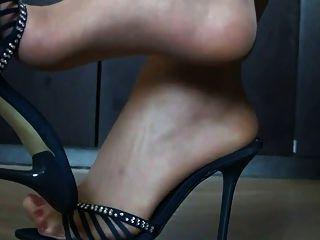 나일론과 하이힐의 발