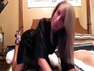 침대 1에서 뜨거운 엄마 역할극