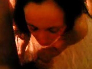 갈색 머리 그리스 창녀가 뜨거운 삼인조 항문 빌어 먹을 비명